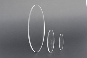 Dischi in acrilico estruso trasparente bordo lamato D.mm.300/5 C